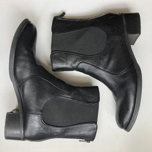 Etienne Aigner Black Leather Chelsea Boot Size 8